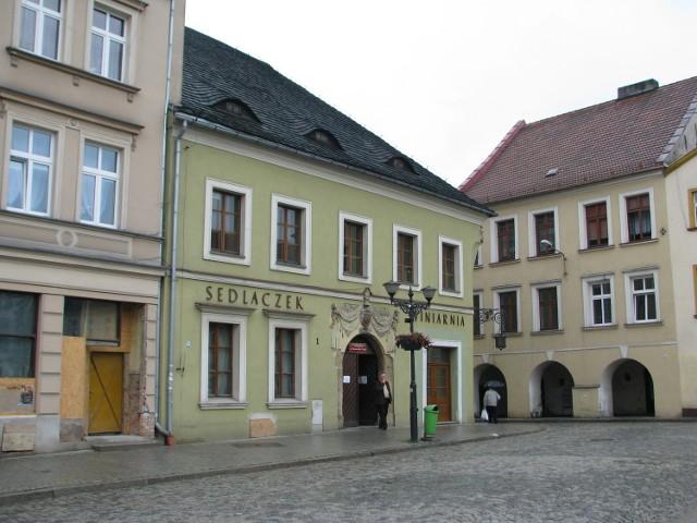 Muzeum w Tarnowskich Górach mieście się w kamienicy przy Rynku 1