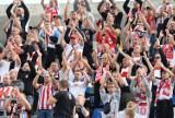 Fani Górali głośno wspierali swój zespół na meczu Podbeskidzie - Resovia ZDJĘCIA KIBICÓW. Na stadionie prawie 3.000 fanów