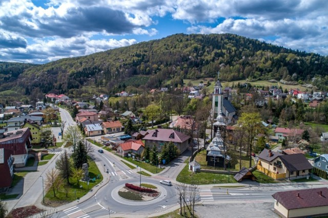 Gmina Uście objęta jest strefą Natury 2000, uzdrowiskową,  Południowomałopolskim Obszarem Chronionego Krajobrazu