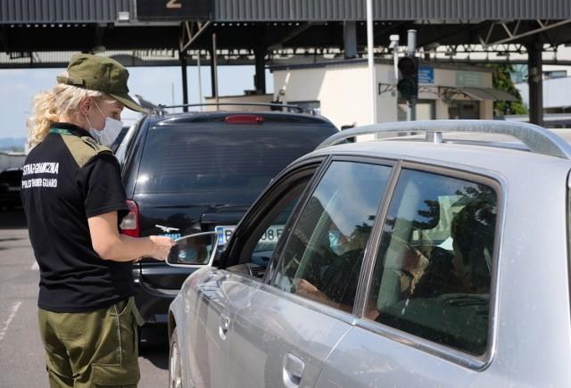 Turcy z fałszywymi dokumentami wpadli podczas kontroli na granicy w Medyce.