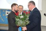 Grzegorz Grygiel obiecał, że będzie pamiętał o Pleszewie. Władze powiatu podziękowały mu za 13 lat pracy
