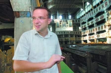 Ministerstwo doceniło, że w ostatnich pięciu latach zainwestowaliśmy w remont kościoła dwa miliony euro i pokryło w całości koszt zakupu i montażu instalacji ksiądz Tomasz Stawiak.   FOT. PIOTR KRZYŻANOWSKI