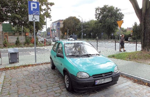 Parking przy skrzyżowaniu ul. Arkońskiej z ul. Wiosny Ludów