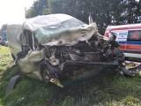 Pleszew. Groźny wypadek z udziałem mieszkańca powiatu pleszewskiego. Czołowe zderzenie dwóch samochodów [ZDJĘCIA]