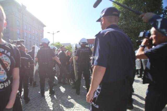 W maju 2018 roku antyfaszyści zablokowali marsz narodowców w Katowicach. Na miejscu doszło do starć z policją