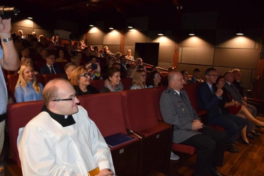 """Pruszcz Gdański: """"Kino na Bursztynowym szlaku"""" już otwarte. Pierwsi widzowie, pierwsze seanse [ZDJĘCIA, WIDEO]"""