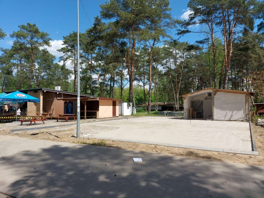 Parkingi na terenie ośrodka wypoczynkowego w Mierzynie od...