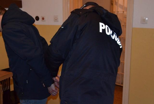 Kęccy policjanci zatrzymali czterech mieszkańcy Śląska podejrzanych o kradzież motocykla.