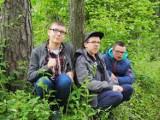 """Terapia w lesie daje efekty. Fundacja Przyjazna Planeta z Radomska zrealizowała już 2. edycję programu """"Leczymy lasem"""""""