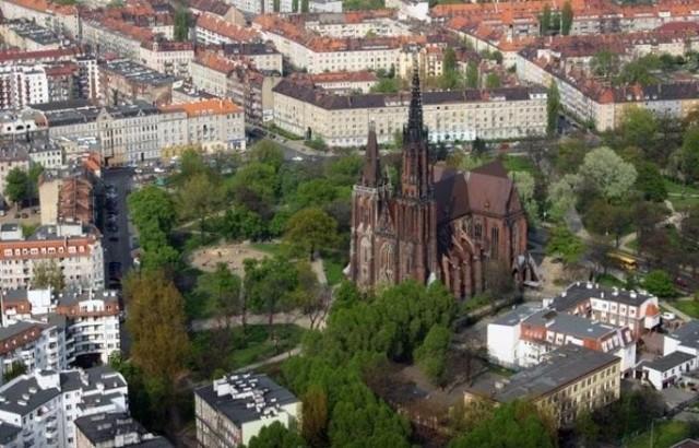 Park Świętej Edyty Stein to niewielki park, który położony jest w całości na osiedlu Ołbin. Został wydzielony z Parku Stanisława Tołpy.