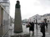 Rocznica uchwalenia Konstytucji 3 Maja. Samorządowcy złożyli kwiaty przy pomniku Piłsudskiego [zdjęcia]