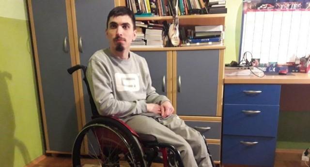 Możliwość odklejenia się chociaż na chwilę od wózka jest dla mnie czymś wspaniałym - przyznaje Krzysztof Imiołek z Bochni