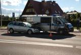 Wypadek z policyjnym samochodem. Pięć osób rannych. [ZDJĘCIA]
