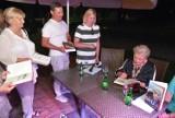 Ciekawe spotkanie z malarką i pisarką Hanną Bakułą w hotelu Bristol w Busku-Zdroju. Artystce zabrakło książek dla fanów ZDJĘCIA