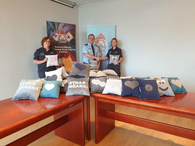 Strażacy w Kaliszu będą rozdawać poduszki przytulanki. Uszyli je skazani