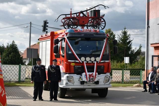 Strażacy ochotnicy z Rzeszotar mają nowy wóz bojowy.