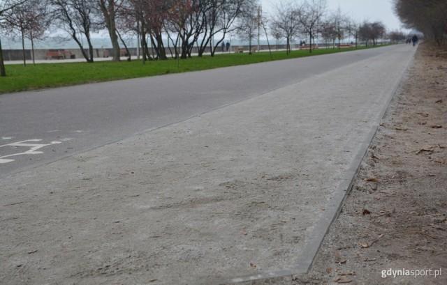Gotowa ścieżka biegowa na Bulwarze Nadmorskim w Gdyni (9.12.2020)