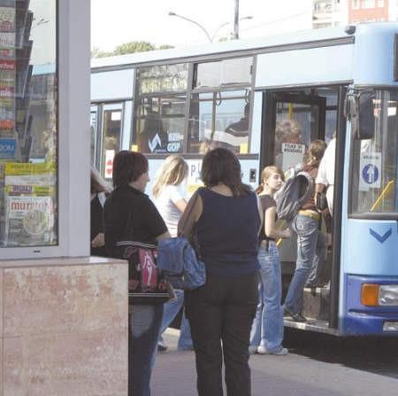 Kierowca może nie tylko sprawdzić bilet, ale i kazać pasażerowi opuścić autobus.