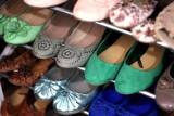 Likwidują sklep z obuwiem w środku Warszawy. Przeceny znanych marek do -50%!