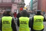 Kraków: strażnicy miejscy bawią się z nami w głuchy telefon