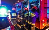 Pożar domu w miejscowości Grabiny-Zameczek 4.02.2020. 6 zastępów straży, 8 osób ewekuowanych, jedna poszkodowana