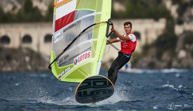 Piotr Myszka (AZS AWFiS Gdańsk) to niezwykle doświadczony żeglarz, który w olimpijskiej klasie RS:X święcił wiele triumfów podczas międzynarodowych regat