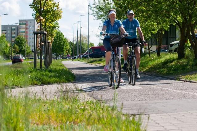 Na koniec 2020 roku w Bydgoszczy jeździliśmy po 115,4 km ścieżek rowerowych, a jeszcze rok wcześniej mieliśmy ich do dyspozycji tylko 108,7. W powiecie bydgoskim było to odpowiednio 167 i 150,6 km.