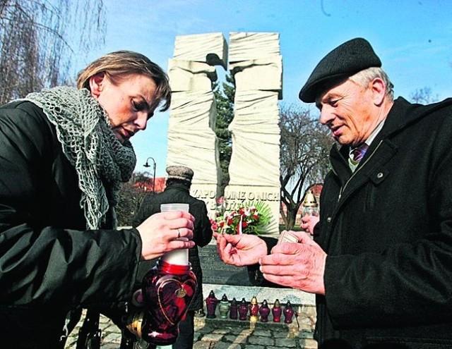 Pod Pomnikiem Pamięci Ofiar UPA zapłonęły znicze