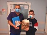 12-letni Kacper zaangażował się w walkę z wirusem. Projektował i drukował przyłbice