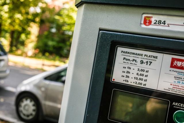 Za parkowanie w strefie płacić trzeba tylko w dni robocze, poszczególne dzielnice różnią się też godzinami poboru opłat