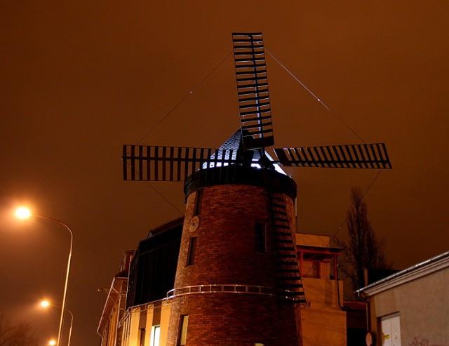 Wieczorne spojrzenie na wiatrak.
