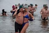 Szczecineckie morsy powitały rok 2021. Tłumy kąpiących się w Trzesiecku [zdjęcia]