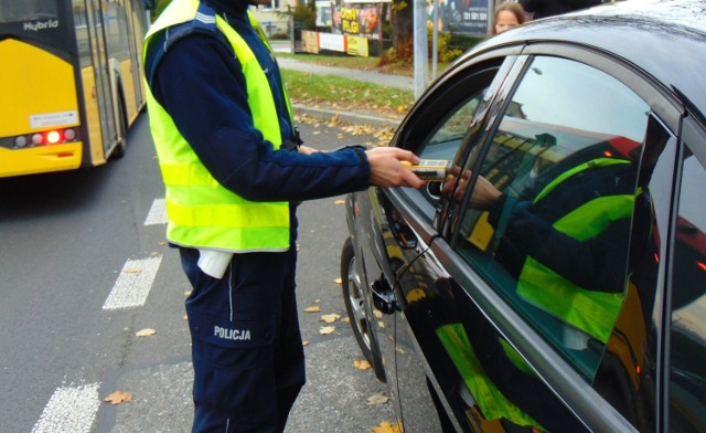 Częste kontrole drogowe pozwalają wyeliminować pijanych kierowców i rowerzystów.