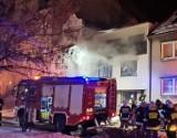 Zbąszyń: Pożar kotłowni w budynku mieszkalnym w zwartej zabudowie na Placu Wolności. Jedna osoba została ranna [ZDJĘCIA]