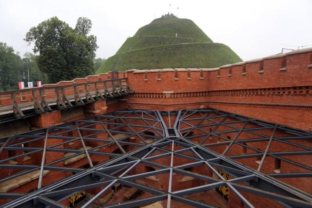 Muzeum w forcie zajmie m.in. dziedziniec, który zyskuje szklany dach