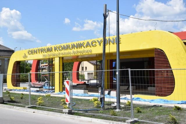 Przy Centrum komunikacyjnym 750 lat lokacji miasta Jędrzejowa trwają ostatnie szlify. Obiekt już wkrótce ruszy.