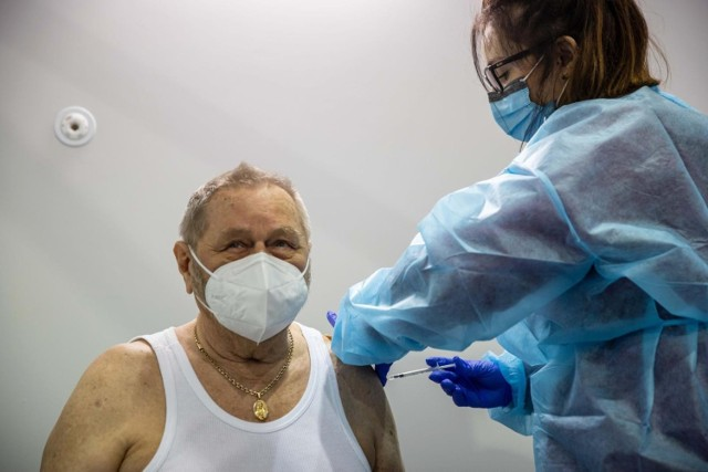 Szczepienia w szpitalu tymczasowym przy ul. Wołodyjowskiego (zdjęcie ilustracyjne).