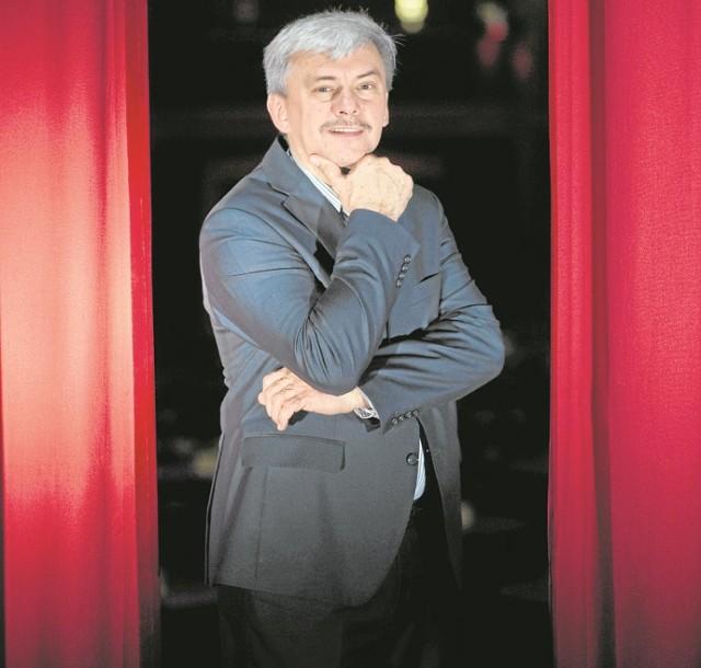 Jarosław Barów to prawdziwa koszalińska wizytówka. Muzyk, kompozytor, aranżer, a od kilku lat również biznesmen prowadzący ramię w ramię z Jarosławem Loosem Teatr Muza Variete