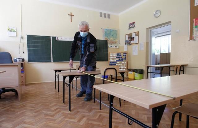 Rzeszów. Szkoła Podstawowa nr 16. Przygotowanie szkoły po okresie zamknięcia z powodu epidemii koronawirusa.