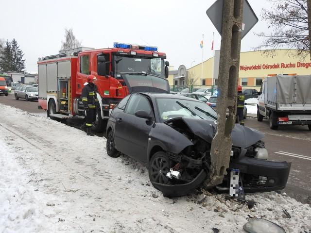 Tragedią mogła się zakończyć wycieczka uczniów białostockiego Rolnika do pobliskiej Biedronki. Seat z sześcioma pasażerami (jeden z nich był w bagażniku) uderzył w słup, ponieważ inny kierowca wymusił na nich pierwszeństwo.