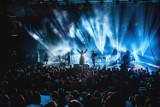 Kto zagra w sierpniu w Warszawie? Polecamy 15 najciekawszych koncertów