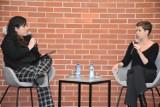 """Pleszew. Justyna Kopińska, autorka książki """"Polska odwraca oczy"""", była gościem Biblioteki Publicznej Miasta i Gminy w Pleszewie"""