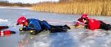 Strażacy z powiatu ratowali osobę pod którą zarwał się lód. Na szczęście to tylko ćwiczenia