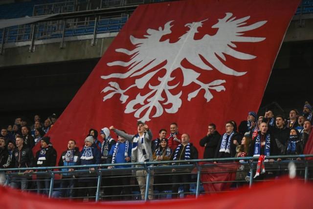 Przy okazji piątkowego meczu Lecha Poznań ze Śląskiem Wrocław, kibice Kolejorza przygotowali specjalną oprawę dla uczczenia setnej rocznicy wybuchu Powstania Wielkopolskiego.  Przejdź do kolejnego zdjęcia -------->  Wróć do artykułu.
