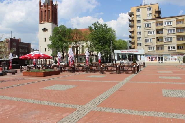 Na rynku w Bytomiu pojawiły się już ogródki letnie. Gastronomia wznawia działalność 15 maja. Zobacz zdjęcia >>>