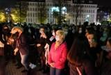 """Gliwice: Protest kobiet. Znicze zapłonęły pod biurem posła PiS. """"Wolność kobiet, wolność wszystkich!"""" Tłum na skwerze Doncaster"""