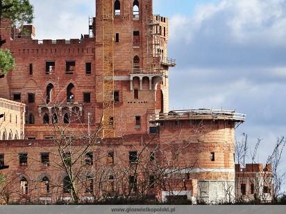 Puszcza Notecka: Zamek w Stobnicy już góruje nad lasem! [NAJNOWSZE ZDJĘCIA]