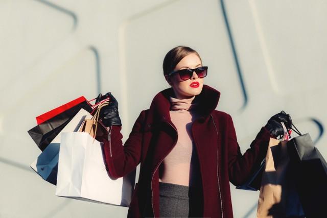 Modne kolekcje i oferty sklepów online [H&M, BERSHKA, ZARA, RESERVED, MOHITO). Promocje i ceny