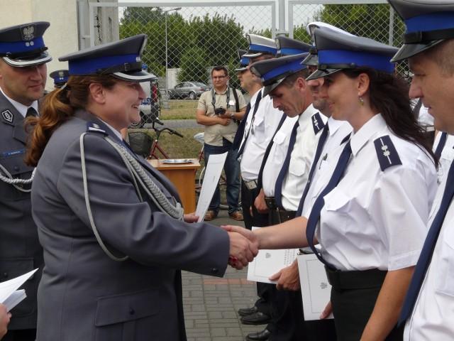 Renata Kasprzyk-Papierniak z policjantami podczas Święta Policji