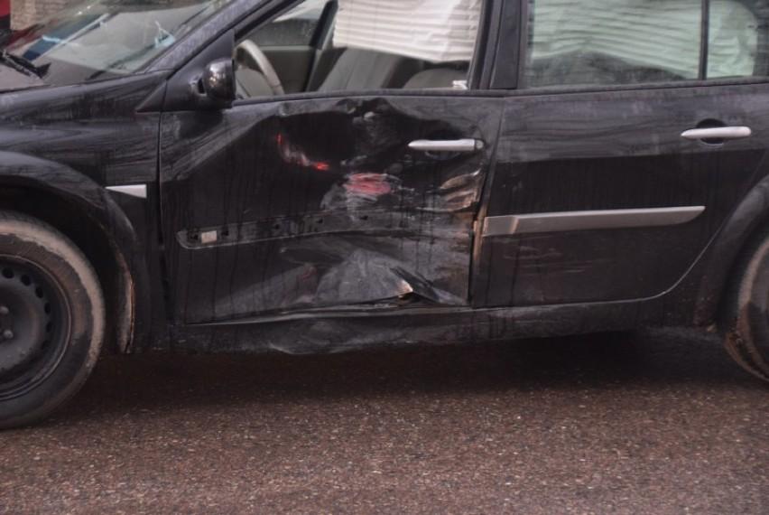 Kłecko. Zderzenie dwóch aut na ul. Dworcowej. Jedna osoba...